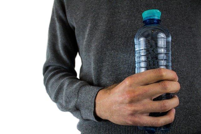 Z czym należy pić wodę żeby schudnąć