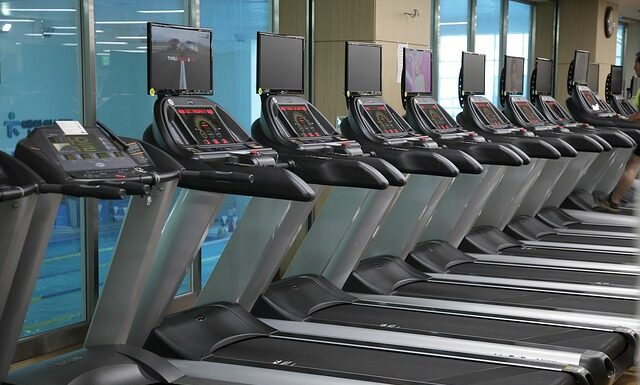 Ćwiczenia aerobowe na siłowni