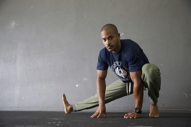 rozgrzewka przed treningiem na siłowni